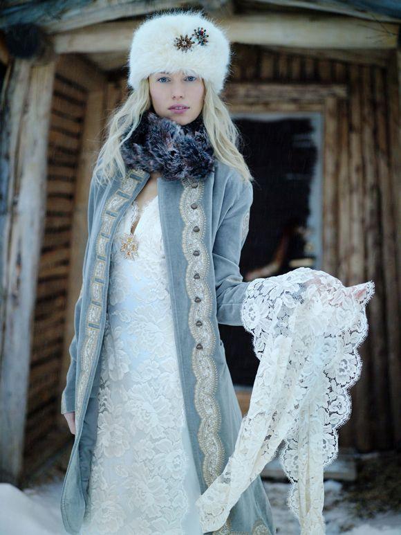 abrigo-de-novia-en-color-azul-celeste-y-estilo-militar-sovie-88853